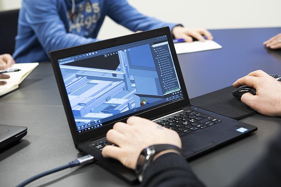 IDÉ & UTVECKLING – dator som visar en lösning utefter kunds önskemål som Elpro i Alingsås har jobbat fram